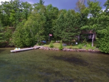 373 / (373) Beautiful Bay Lake. Large 4 bedroom cottage sleeps 9 people with child friendly entry to swimming!